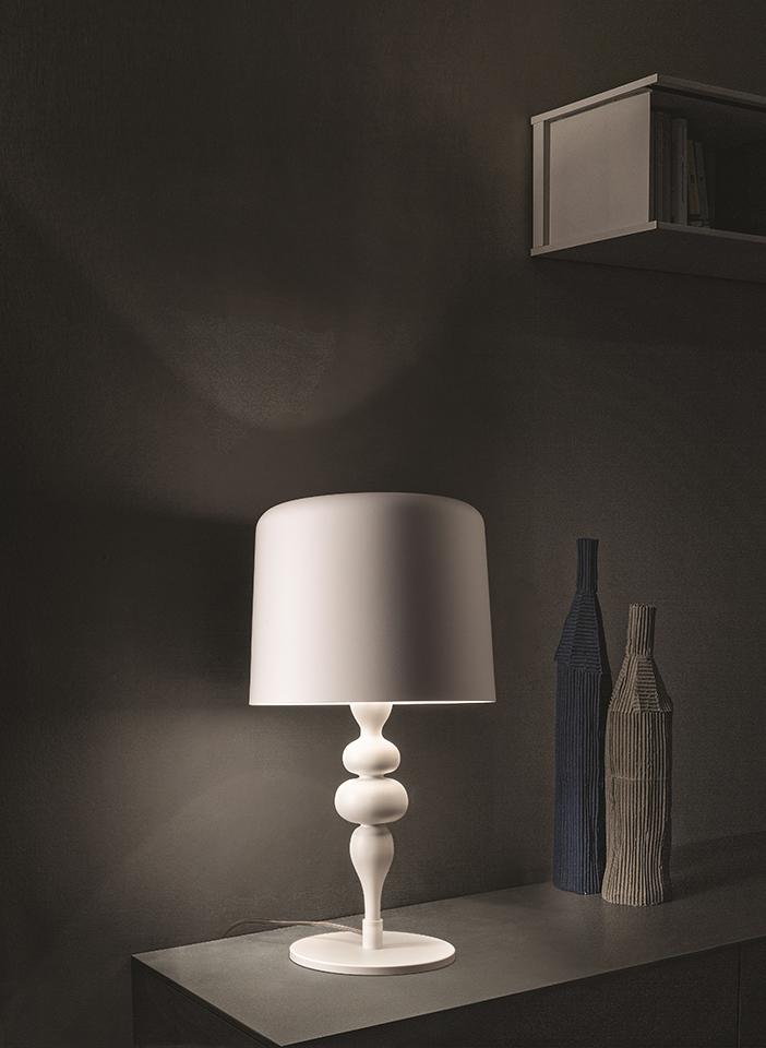 Resin and polyurethane structure. Aluminium lamp shades
