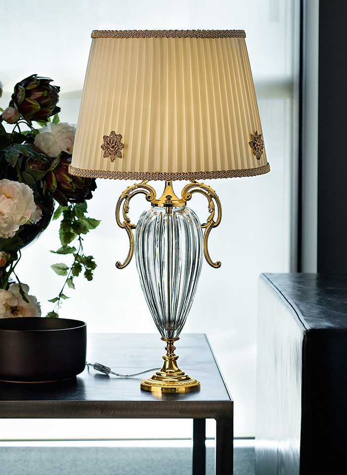 Cast brass and metal frame. Pongè lampshades|Cast brass and metal frame. Pongè lampshades